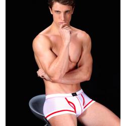 MANVIEW bílé dírkované boxerky s červeným lemováním Naked